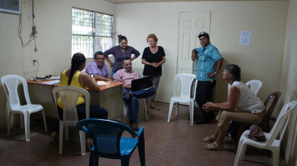 Les représentants de la Communauté Indigène découvrant le site de Nicarali